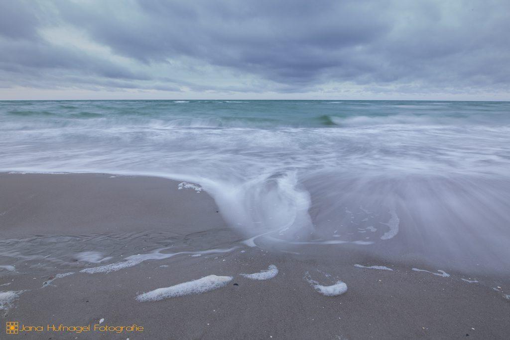 Wellenspiel am Darßer Weststrand